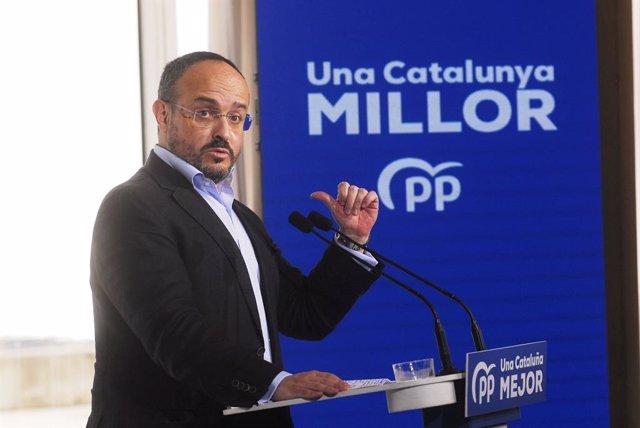 El candidat del PP a les eleccions catalanes del 14F, Alejandro Fernández intervé durant un acte de campanya amb alcaldes a Badalona, Barcelona, Catalunya (Espanya), a 31 de gener de 2021.