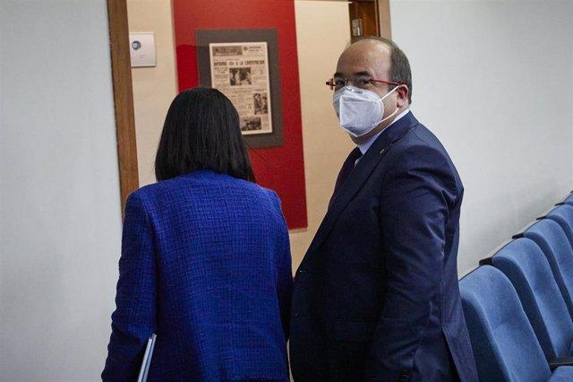 La ministra de Sanidad, Carolina Darias, y el ministro de Política Territorial y Función Pública, Miquel Iceta, en Moncloa.