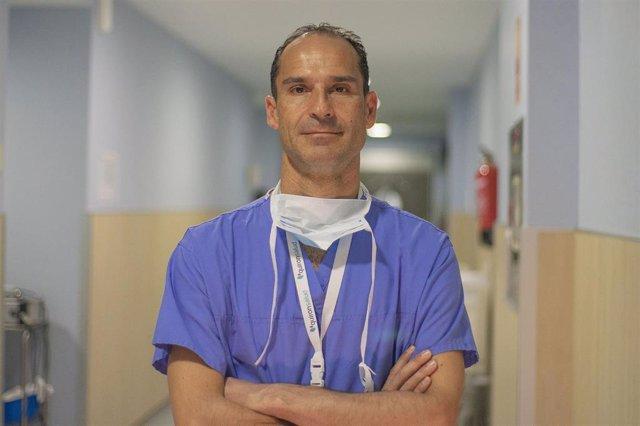El doctor César Ramírez Plaza, jefe del Servicio de Cirugía General y Aparato Digestivo del Hospital Quirónsalud Málaga.