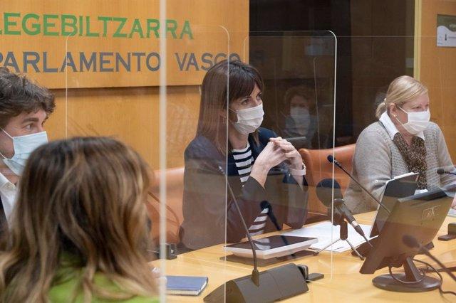 Idoia Mendia, duante la reunión que el grupo del PSE-EE ha mantenido en el Parlamento Vasco