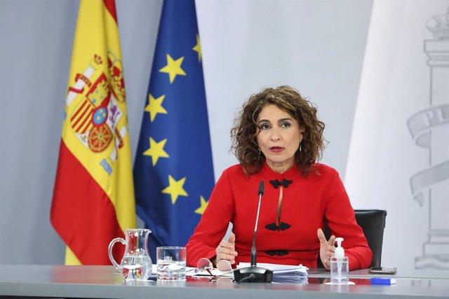 La portavoz del Gobierno y ministra de Hacienda, María Jesús Montero interviene durante la rueda de prensa posterior al Consejo de Ministros, en el Complejo de la Moncloa, en Madrid (España), a 2 de febrero de 2021.  El Consejo de Ministros ha aprobado es