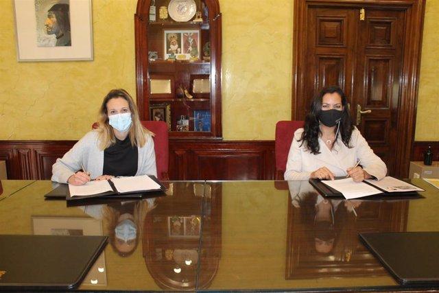 Firma de la adhesión del Ayuntamiento de Huelva a la Red Andaluza de Entidades Conciliadoras (RAEC).