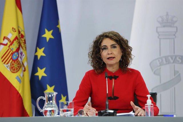 La portavoz del Gobierno y ministra de Hacienda, María Jesús Montero interviene durante la rueda de prensa posterior al Consejo de Ministros, en el Complejo de la Moncloa, en Madrid (España), a 2 de febrero de 2021.