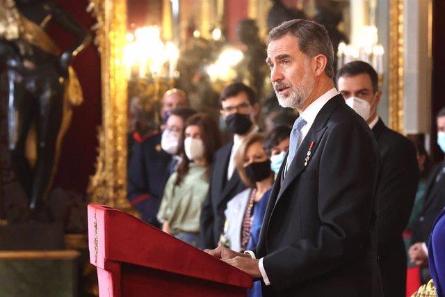 El Rey Felipe interviene durante la tradicional recepción al cuerpo diplomático acreditado en España, en el Palacio Real, en Madrid (España), a 28 de enero de 2021. En su discurso, Don Felipe ha reconocido que cuando se dirigió a los embajadores el año pa