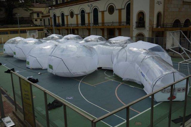 Unidades de aislamiento para tratar a pacientes de COVID-19 en Bogotá, la capital de Colombia.