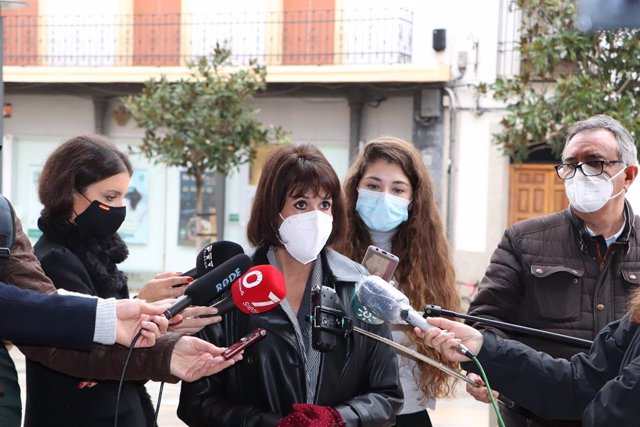 La secretaria general de Podemos Andalucía, Martina Velarde, en una atención a medios.