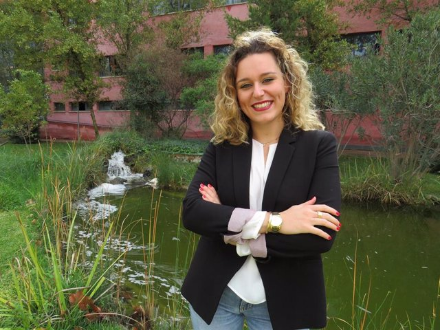 Alba María Aragón, egresada de la UPO, galardonada con el Premio Joven a la Cultura Científica