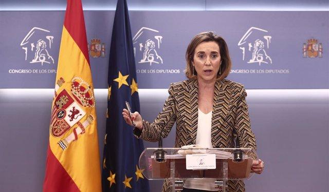 La portavoz del Grupo Popular en el Congreso, Cuca Gamarra, responde a los medios en una rueda de prensa de la Junta de Portavoces convocada en el Congreso de los Diputados, en Madrid, (España), a 2 de febrero de 2021.
