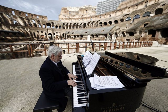 01 February 2021, Italy, Rome: A pianist performs during the soundcheck rehearsal for the reopening celebration of the Colosseum, which will reopen to the public on Monday 1 February 2021 after a closure of almost three months, as Italy relaxes its corona