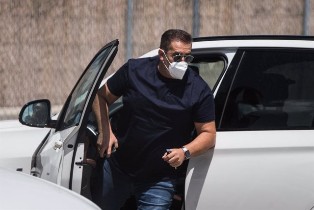 Jose Ramon Sandoval, head coach of Fuenlabrada, arrives to the Fernando Torres stadium to travel to Coruna for the match of round 42 of the SmartBank League, on August 7, 2020 in Fuenlabrada, Madrid, Spain.