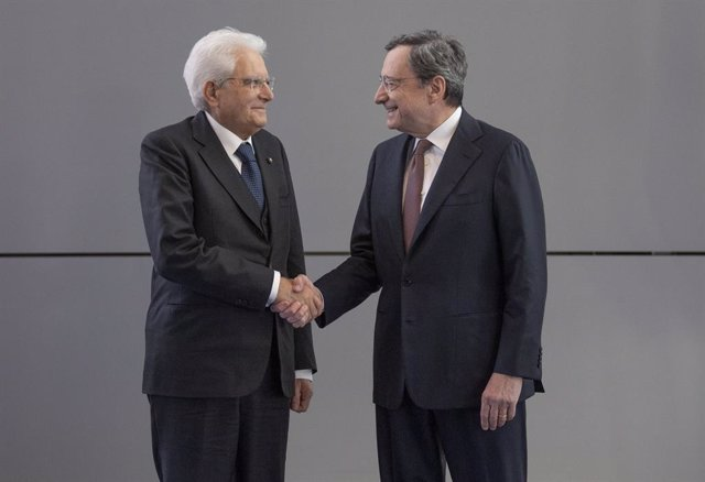 28 October 2019, Hessen, Frankfurt_Main: Italian President Sergio Mattarella shakes hands with outgoing European Central Bank (ECB) President Mario Draghi during a ceremony marking the change of the President of the ECB. President-designate of the ECB Chr