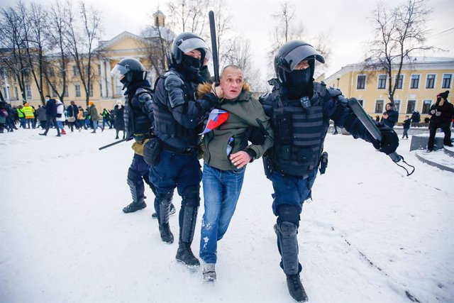 31 January 2021, Russia, Saint Petersburg: Russian Police officers detain a protester during a demonstration against the detention of the Russian opposition leader Alexey Navalny. Navalny was immediately detained upon his arrival in Moscow earlier this mo