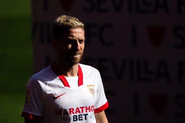 "Alejandro Dario ""Papu"" Gomez presented as a new player for Sevilla Futbol Club at Ramon Sanchez Pizjuan Stadium on January 28, 2021 in Sevilla, Spain."