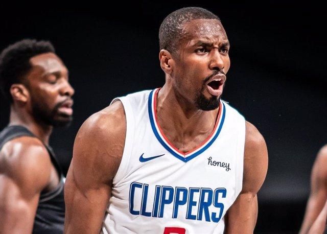 Serge Ibaka se lamenta con los Clippers
