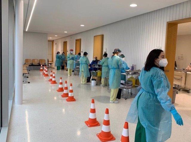 Un cribado para detectar casos de Covid en el área sanitaria de Santiago y Barbanza.
