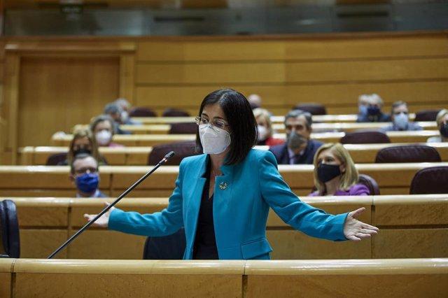 La ministra de Sanidad, Carolina Darias interviene durante una sesión de control al Gobierno en el Senado, en Madrid (España), a 2 de febrero de 2021. Durante el pleno, el Ejecutivo se enfrenta esta vez a preguntas relacionadas con la nueva ley educativa,