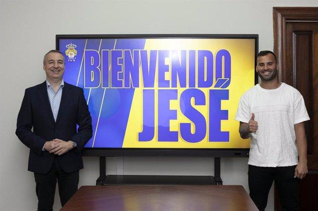 Jesé Rodríguez junto a Miguel Ángel Ramírez, presidente de la UD Las Palma