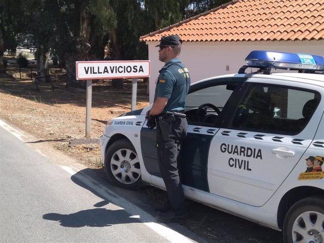 Coche de la Guardia Civil en Villaviciosa de Córdoba