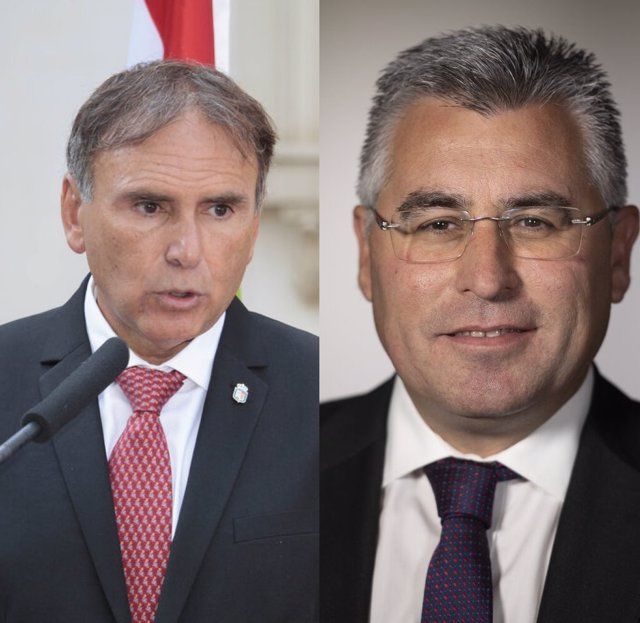 José Ignacio Castresana, a la izda, es sustitudo como consejero de Desarrollo Autonómico por José Ángel Lacalzada, a la derecha