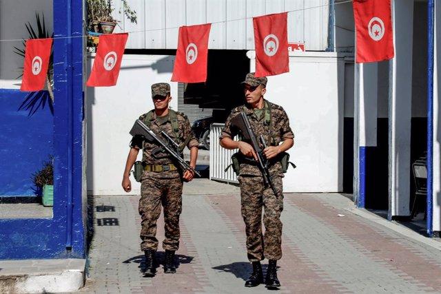 Soldados de Túnez durante la segunda vuelta de las presidenciales de Túnez en 2019