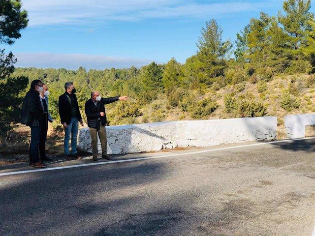 Arcadi España visita la CV-35 para anunciar obras en el tramo entre Tuéjar, Titaguas y Aras de los Olmos