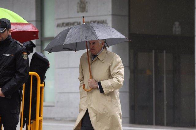 L'extresorer del PP Luis Bárcenas arriba a l'Audiència Nacional.