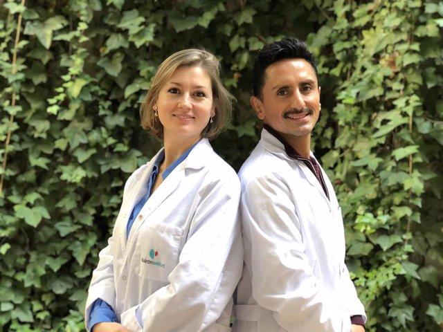 La Dra. Mireia Illueca y el Dr. Nicolás García, neurocirujana y médico rehabilitador respectivamente del equipo del Barcelona Spine Institute (BSI)