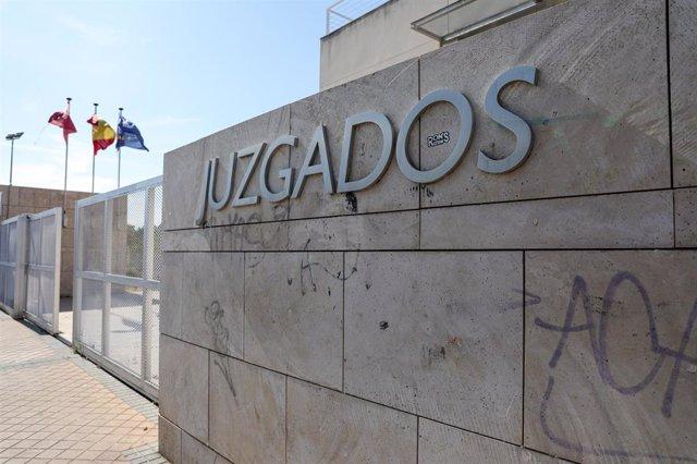 Fotografías de la fachada de los juzgados de Colmenar Viejo (Madrid) por las mediciones que va a realizar el Ayuntamiento de Colmenar Viejo para ver si existe presencia de gas radón en los colegios y edificios municipales.