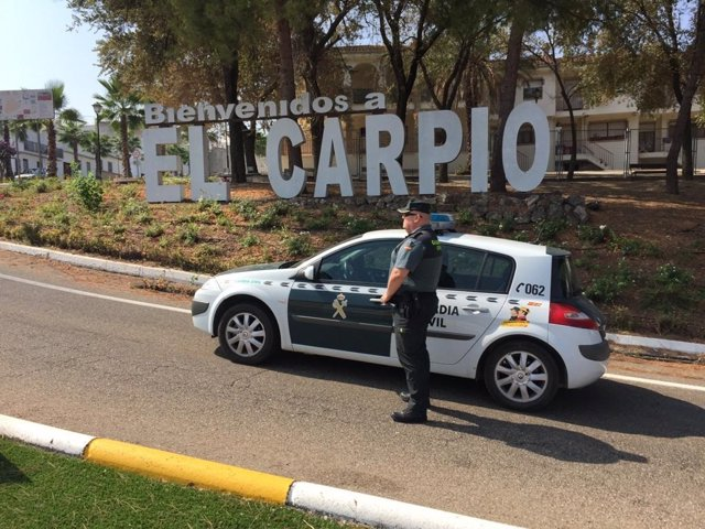 Una patrulla de la Guardia Civil en El Carpio