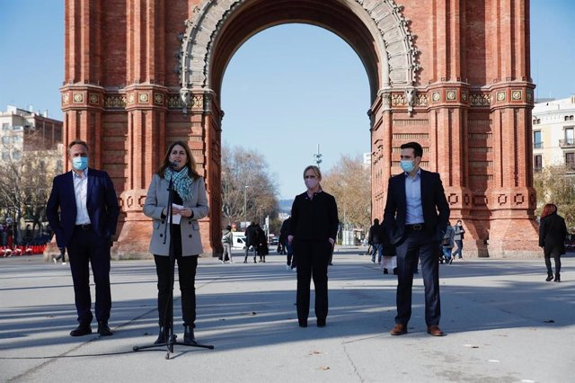 La candidata del PNC a las elecciones, Marta Pascal, con los cabezas de lista en Tarragona, Girona y Lleida