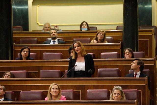 La portavoz adjunta del Grupo Popular en el Congreso, Margarita Prohens, durante la sesión de control en el Congreso