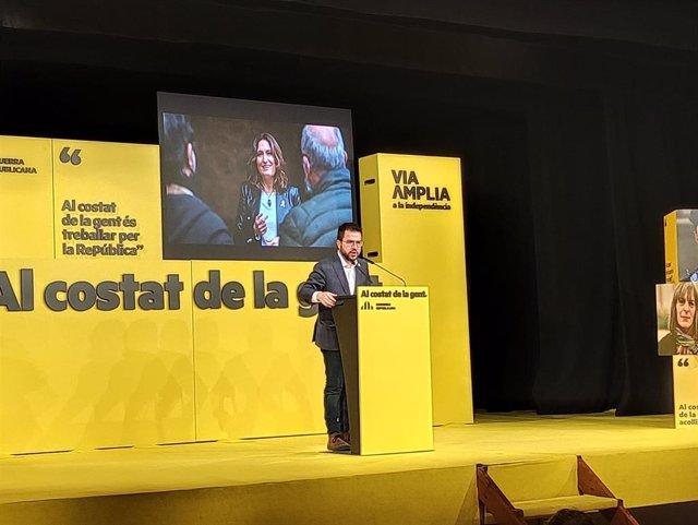 El vicepresidente de la Generalitat en funciones y candidato de ERC a la Presidencia, Pere Aragonès, en un mitin de campaña en Terrassa (Barcelona)