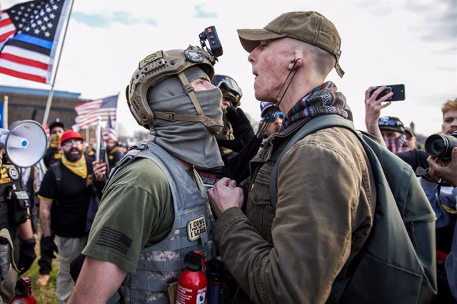 "12 December 2020, US, Washington Dc: A member of the the far-right, neo-fascist and male-only political organization ""Proud Boys"" clashes with another member of the left-wing anti-fascist political movement ""Antifa"" during a protest in support of Presiden"