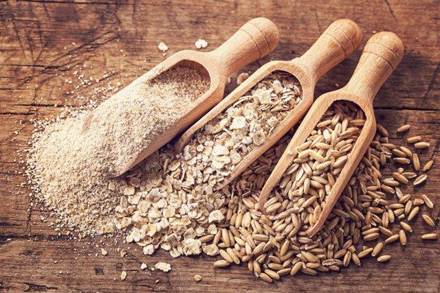 Cereales refinados, granos enteros.