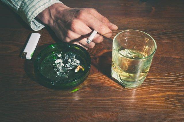 Tabaco y alcohol, fumar y beber