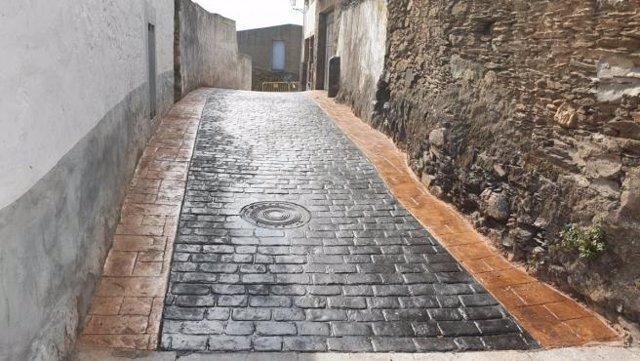 Obras de pavimentación llevadas a cabo en Casas de MIravete en una edición del Plan Activa de la Diputación de Cáceres