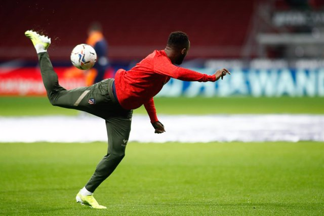 Moussa Dembele of Atletico de Madrid warms up during the spanish league, La Liga, football match played between Atletico de Madrid and Valencia CF at Wanda Metropolitano stadium on january 24, 2021, in Madrid, Spain.