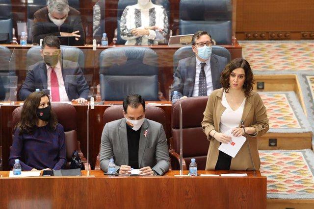La presidenta de la Comunidad de Madrid, Isabel Díaz Ayuso, en el Pleno de la Asamblea