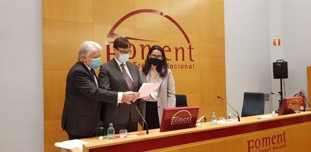 El candidato socialista a las elecciones catalanas, Salvador Illa, en el ciclo electoral de Foment de Treball 'Mi propuesta económica es'.