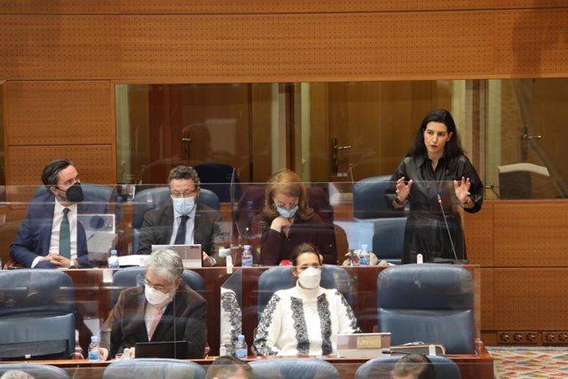 La portavoz de Vox, Rocío Monasterio, interviene durante una sesión plenaria celebrada en la Asamblea de Madrid, en Madrid, (España), a 4 de febrero de 2021. El pleno de este jueves está marcado, entre otras cuestiones, por el debate de la situación que s