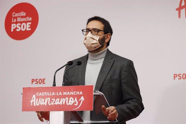 El secretario de Organización del PSOE C-LM, Sergiio Gutiérrez, en rueda de prensa.