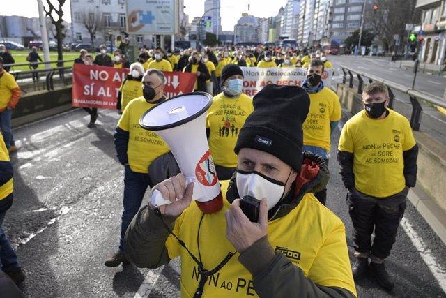 Manifestantes de Siemens Gamesa en As Somozas