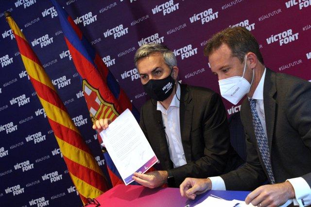 El candidato a la presidencia del FC Barcelona Victor Font firma ante notario el documento de voluntad de no convertir al Barça en una SAD