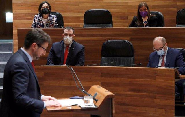 """Fernández remarca la defensa """"continua, constante y coherente de la industria asturiana"""" por parte del Gobierno"""