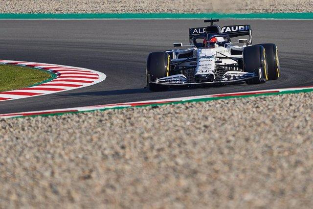 Daniil Kvyat rodando con Alpha Tauri en el test de enero