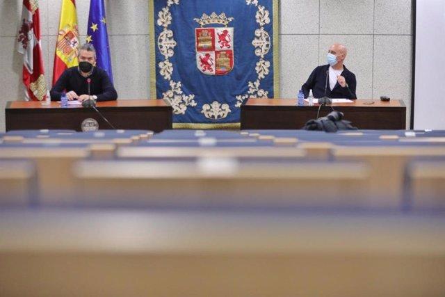 Raúl Santa Eufemia y Fernando Fraile en la rueda de prensa para explicar las medidas ante el colapso del SERLA