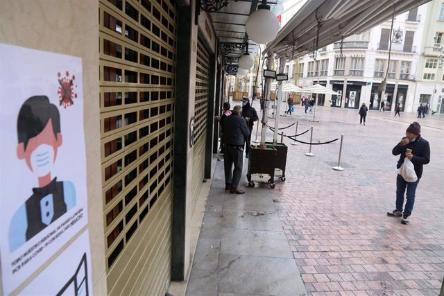 Cese de toda actividad no esencial en Málaga capital debido a la tasa de contagios. Málaga a 03 de febrero 2021