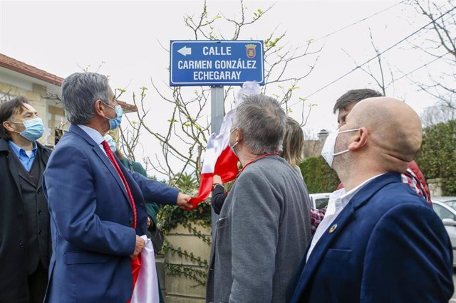 El presidente de Cantabria, Miguel Ángel Revilla, participa en el homenaje a Joaquín y Carmen González Echegaray