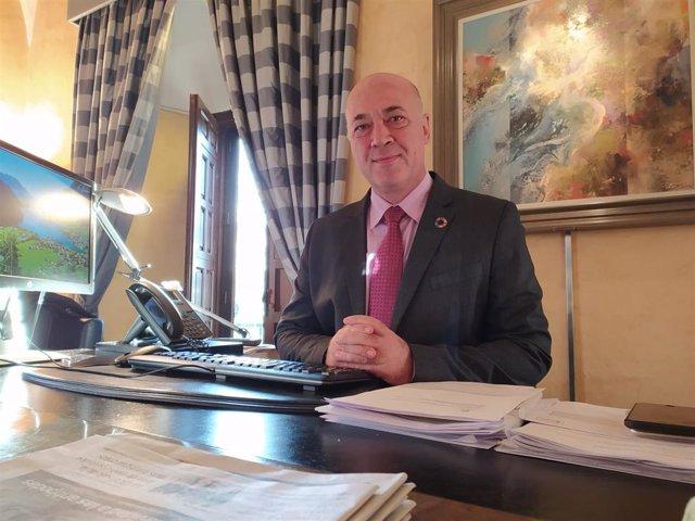 El presidente de la Diputación de Córdoba, Antonio Ruiz, en su despacho del Palacio de la Merced, en una imagen de archivo.