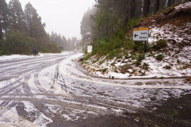 Carretera de acceso al Parque Nacional del Teide
